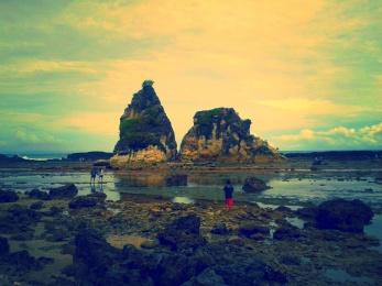 Tanjung Layar, Dua tebing yang kokoh.