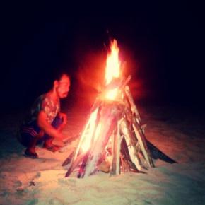 Pak Asep sedang membuat Api Unggun.